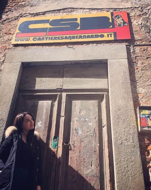 Francesca Conti al teatro CBS di Pisa, creato in una chiesa sconsacrata, con una grande rampa all'ingresso