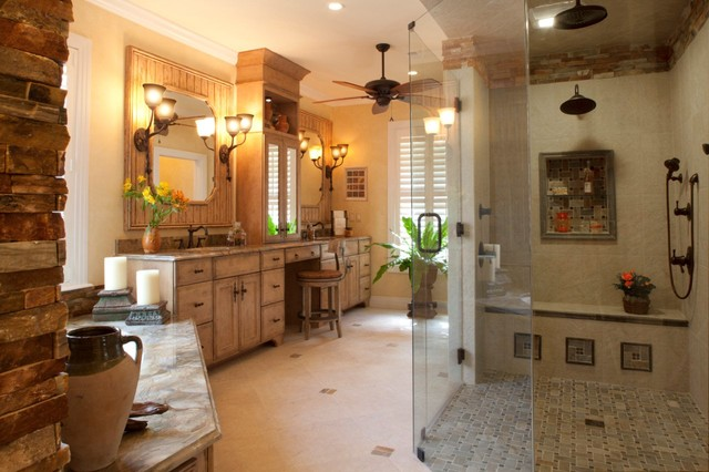 traditional-bathroom di H. Stern - stile classico con marmi e shabby nel legno dei lavabo