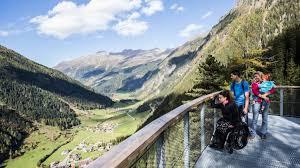 Kaunertal Valley_austria_panorama visto da una piattaforma accessibile al termine di un percorso