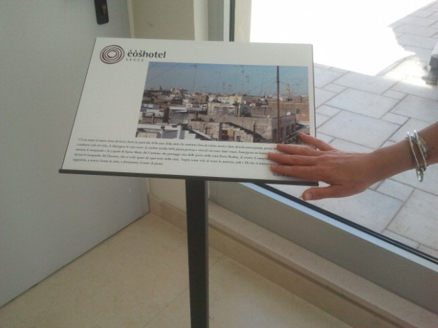 descrizione braille presso EOS hotel Lecce - accessibility is cool