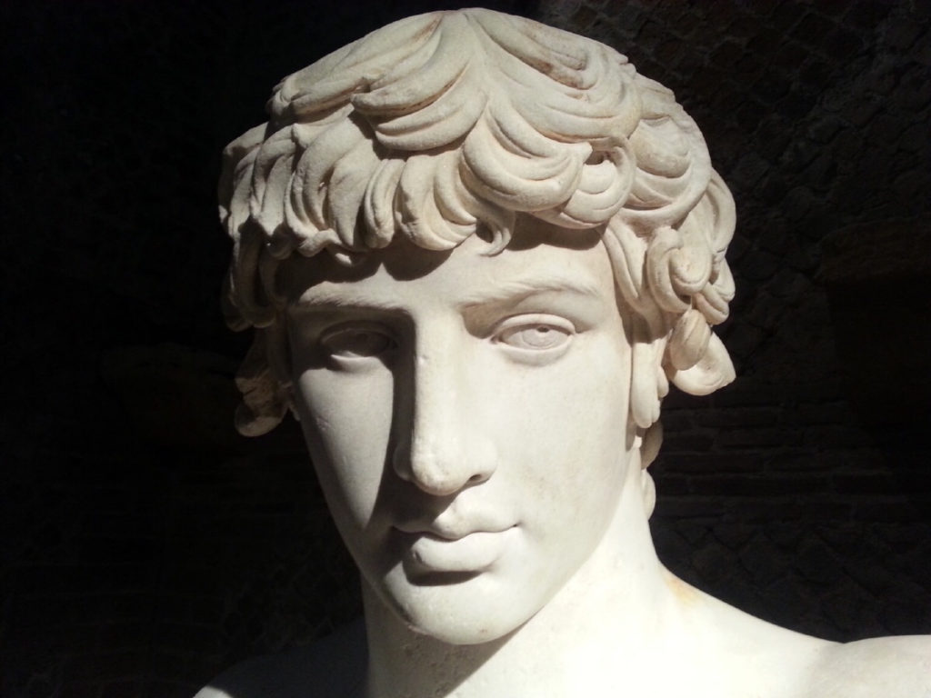 busto romano_primo piano con sfondo nero
