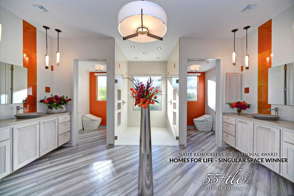 interior progettato da Bonnie J. Lewis, spazi ampi, mobili bassi, porte ampie e molta luce
