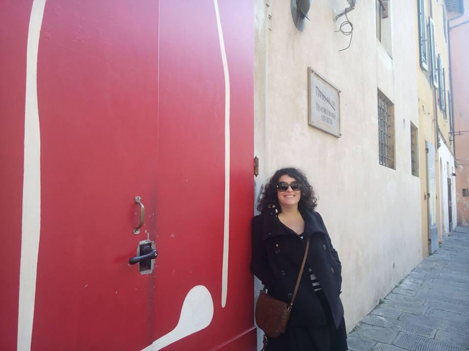 Rosa Maria, al teatro occupato Rossi di Pisa, con rampa nei giorni aperti al pubblico, durante le performance.